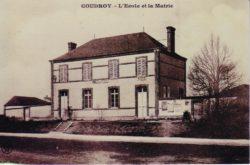 Photo ancienne de l'école et de la Mairie