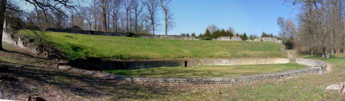 Amphitheatre-romain-2
