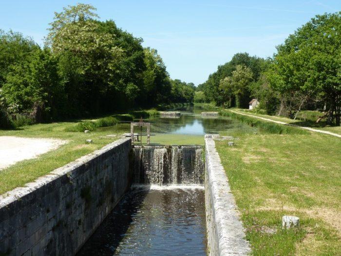 Point de partage du canal d'Orléans proche Lorris