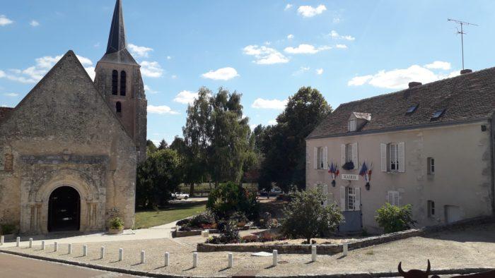 Montbouy—eglise-Notre-Dame-et-mairie
