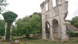 Ruines de l'Abbaye cistercienne de Fontainejean