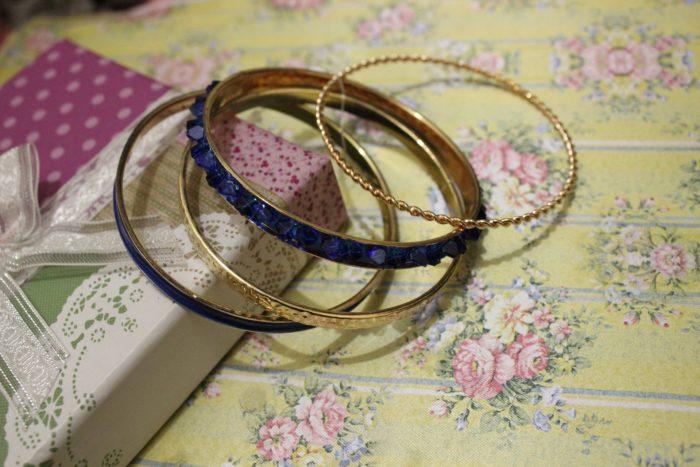 blue-bracelet-2373666_1920