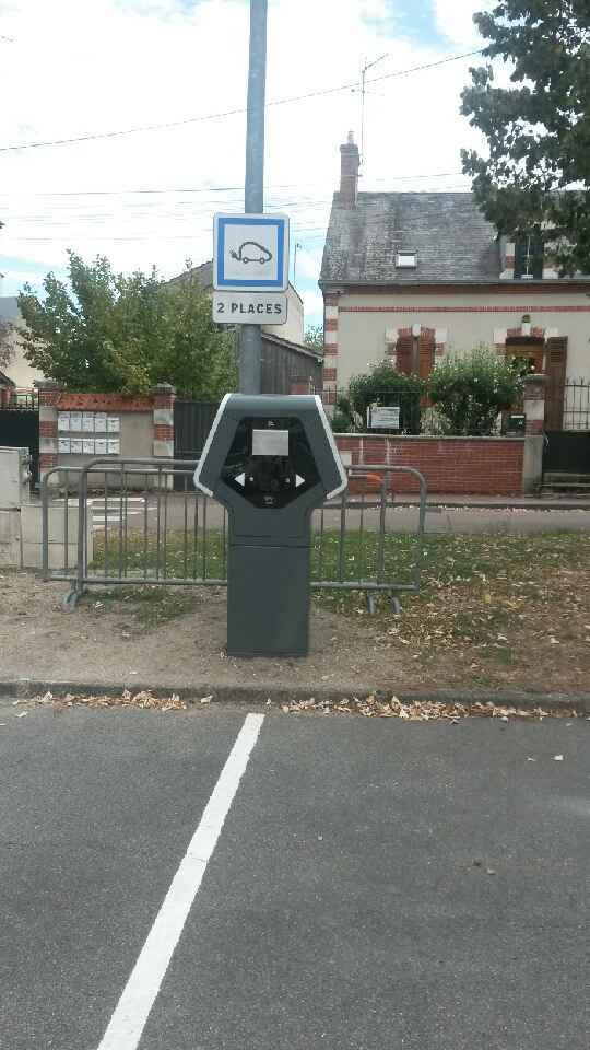 borne de rechargement véhicule électrique lorris – place du mail