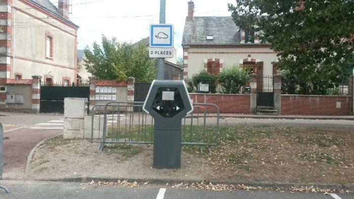 borne de rechargement véhicule électrique lorris – place du mail2