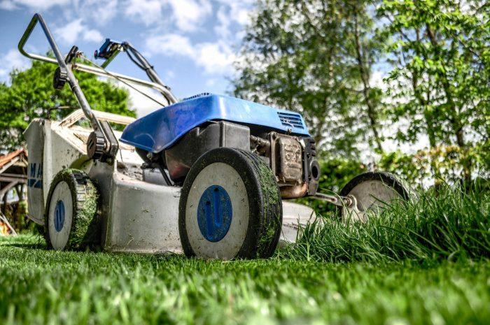 lawn-mower-384589_1920
